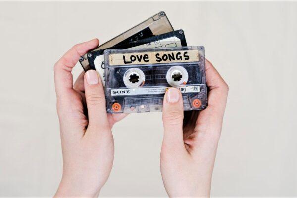 pexels photo 3944089 1 600x400 - Lovesongs: Die schönsten Liebeslieder für das erste Date bis hin zur Hochzeit