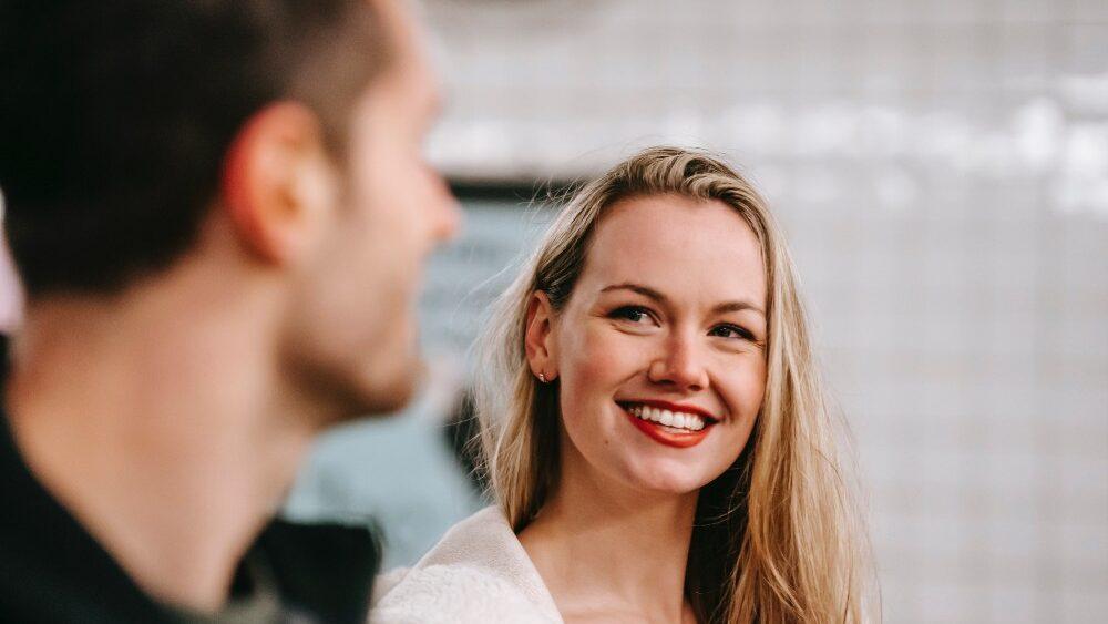 """""""Sie sucht ihn""""- Die meistgesuchteste Anfrage bei Google, wenn es um Partneranzeigen geht. Was sucht sie wirklich? Und welche Kanäle nutzt sie am liebsten?"""