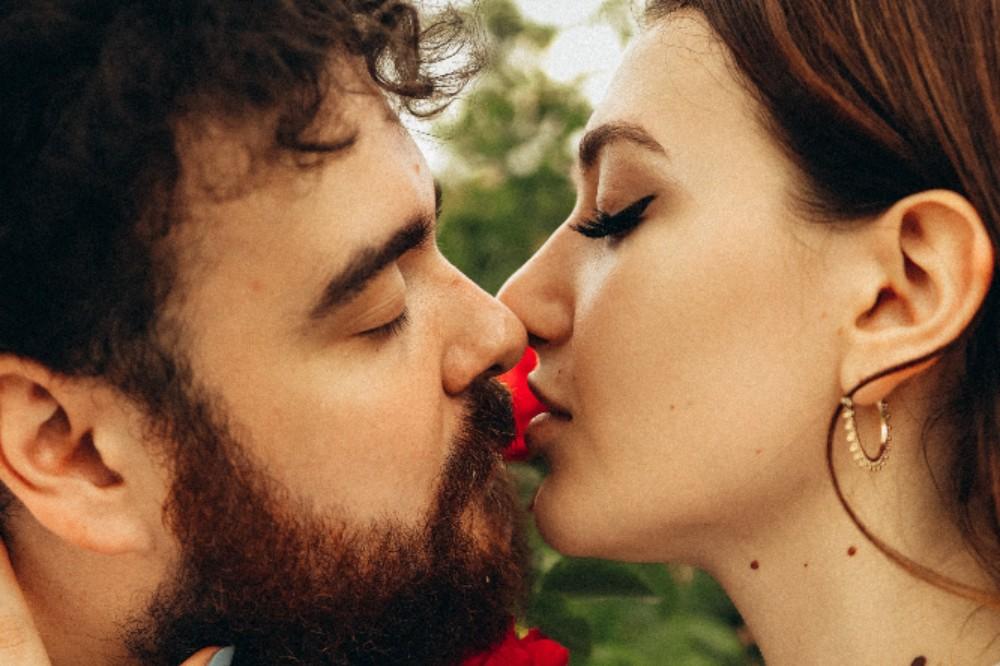 pexels maksim goncharenok 4757983 - Wahre Liebe: An welchen Zeichen erkennt man die echt Liebe?